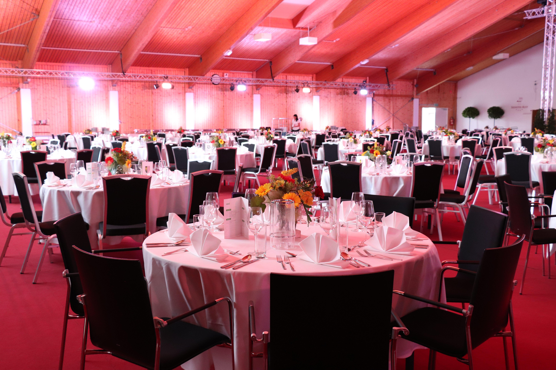 Die Mehrzweckhalle in Gala Dinner Bestuhlung